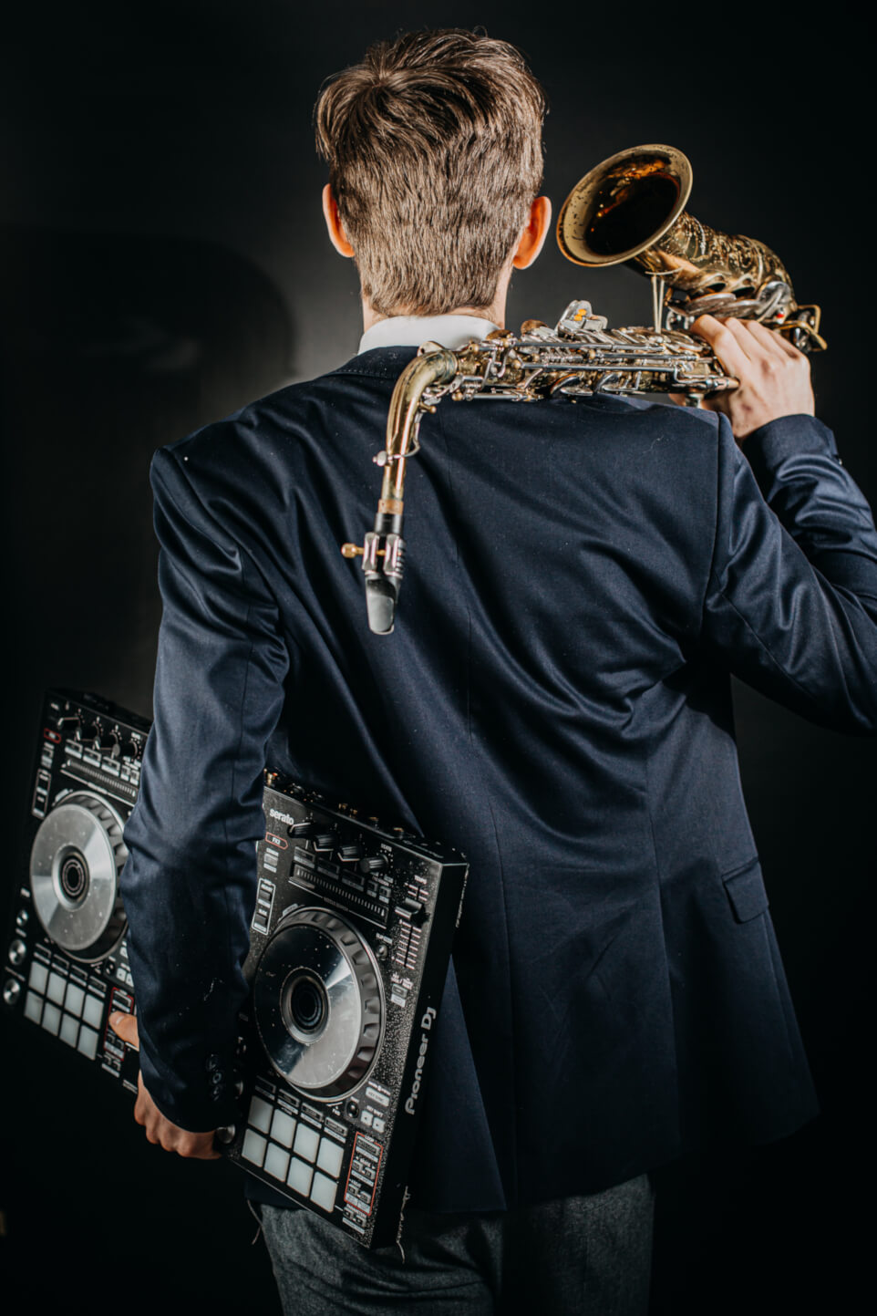Saxophonist-dj-kombi